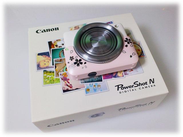 カメラ本体とパッケージ